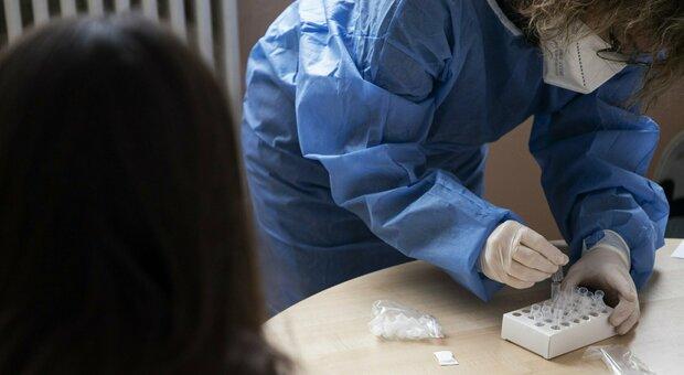 Coronavirus, nelle Marche 500 nuovi positivi (più 59 ai test rapici): infetto un tampone su quattro