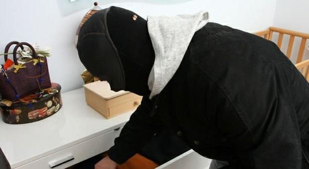 Ancona, la banda dell'Audi colpisce ancora: un furto in casa al giorno per terrorizzare tutta la provincia