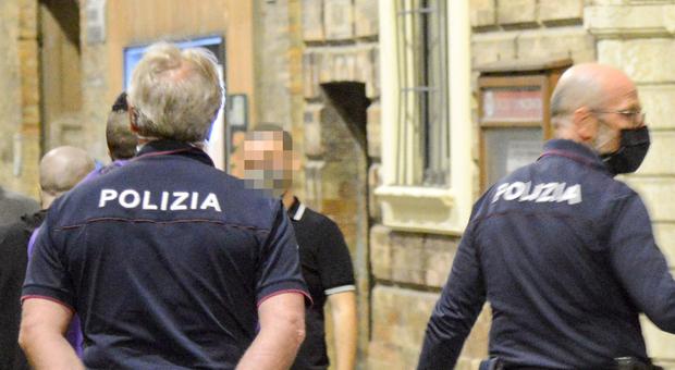 Macerata, segnala su Fb un falso caso Covid al luna park e semina il panico. Denunciato un 22enne: «Volevo vedere le reazioni»
