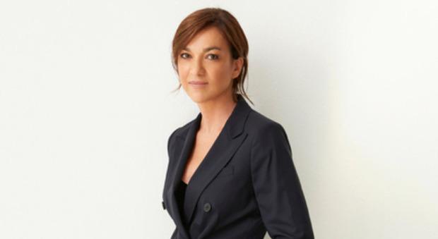 Daria Bignardi commossa a Verissimo: «Mia madre era malata di ansia ossessiva, quando è morta...». Silvia Toffanin senza parole