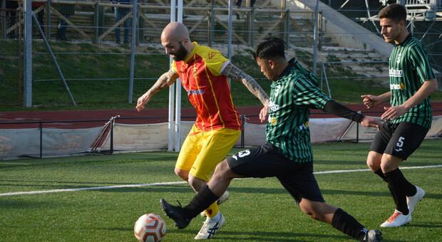 L'attaccante Manuel Pera durante una partita della Recanatese