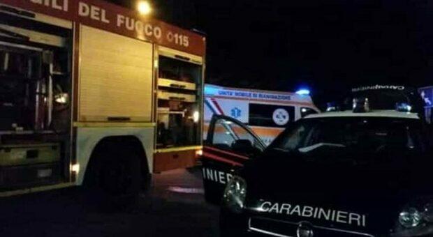Tremendo frontale nella notte sulla Bonifica: muore una donna, grave un uomo