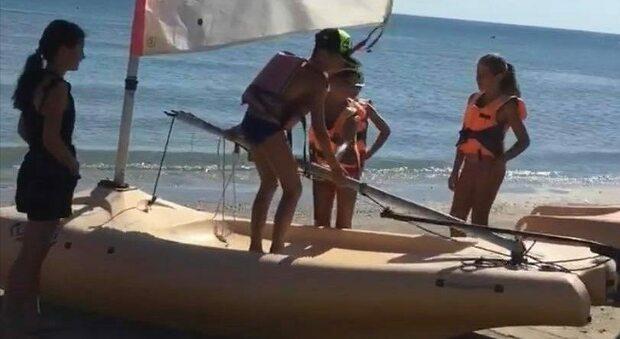 Ladri ancora in azione in spiaggia: rubate due barche al Vela Club