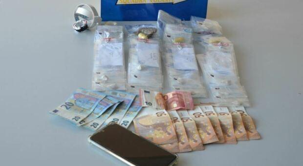 Trovato con diverse bustine di eroina in pieno centro, arrestato spacciatore 40enne senigalliese