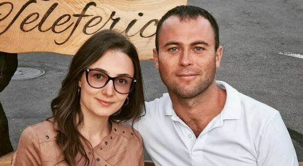 Giovane dottoressa uccisa dal fidanzato poco dopo la promessa di matrimonio. L'uomo si è tolto la vita con una pistola