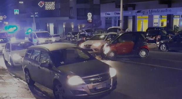 Le due auto coinvolte nell'incidente in via Martiri della Resistenza