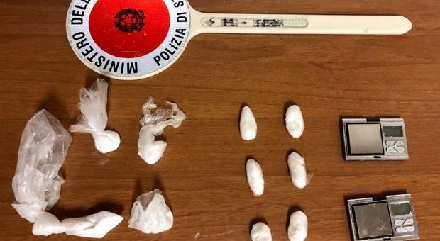 Fano, il rifornimento di cocaina per il weekend arriva dalla Romagna: preso al casello con la droga nelle scarpe