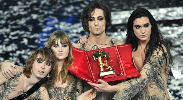 I Maneskin su palco dell'Ariston con il look curato dall'anconetano Nik Cerioni