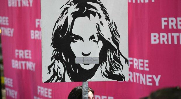 """Britney Spears chiede al tribunale di essere liberata dalla """"custodia"""" paterna"""