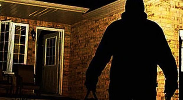 Raid di furti nella notte auto rubate da un garage e for Piani di garage distaccati viventi del sud