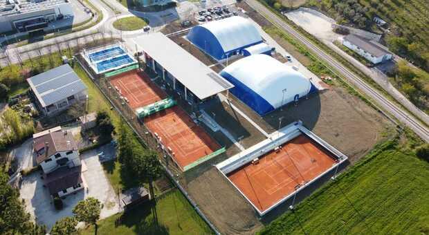 Taglio del nastro per il maxi polo per il tennis, tutta la gioia del sindaco Pezzanesi: «Un miracolo in otto mesi»