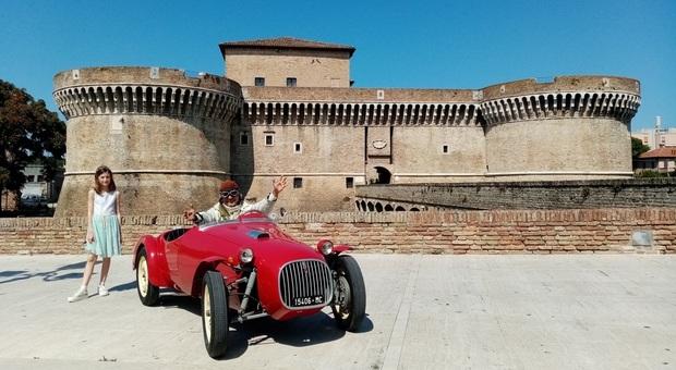 Una scena del film girata davanti alla Rocca roveresca di Senigallia