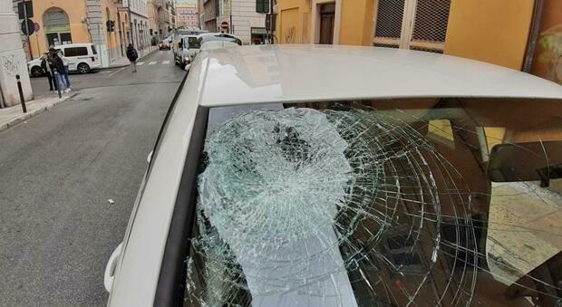 Ancona, bambino dodicenne in bici travolto da un'auto: «Lo ha salvato il caschetto, usatelo tutti»