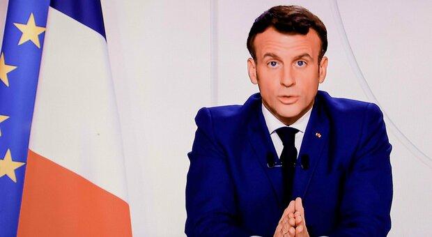 Macron in diretta tv: picco Covid passato, dal 28 negozi aperti. Niente sci a Natale. Lockdown Francia si attenua