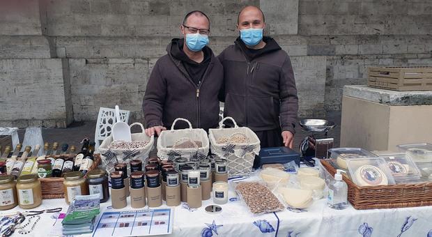 Tra zona rossa e lockdown i frati eremiti costretti a scendere in città per vendere i loro prodotti