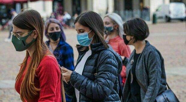 Serve più attenzione nell'uso delle mascherine. Foto d'archivio non riconducibile all'articolo
