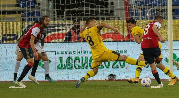 Cagliari da impazzire. Rimonta salvezza al 94'. Cerri ribalta il Parma 4-3