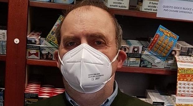 Massimo Severi titolare della tabacchiera dove è stato acquistato il grattino vincente