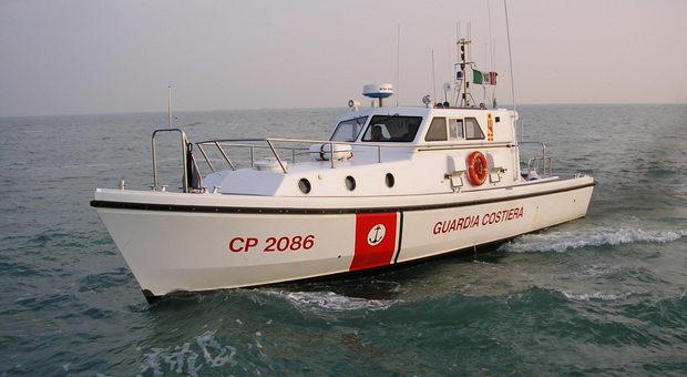 Pesaro, pesca un succulento tonno rosso ma violando le regole: multa e sequestro