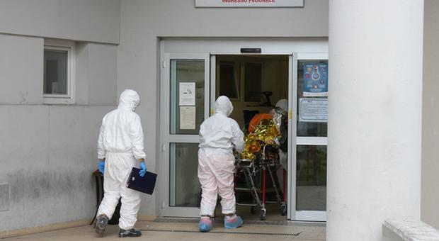 Fermo, i Covid Hotel aprono le porte ai primi positivi: «Ma adesso liberate i posti letto all'ospedale»