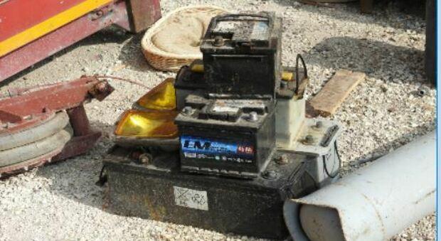 Fatiscente il deposito di oltre 70 batterie esauste e pericolose: scatta la maxi multa