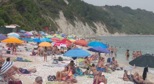 Ancona, quattromila prenotazioni per le spiagge libere: polizia locale e steward per i controlli