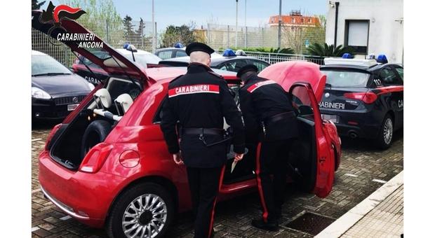 La Fiat 500 delle ladre perquisita dai carabinieri