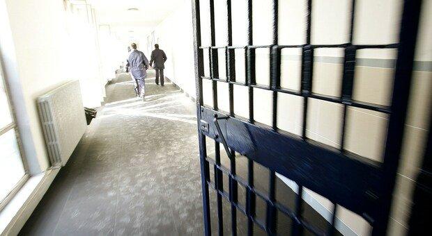 La polizia penitenziaria manifesta oggi davanti al carcere di Villa Fastiggi: «Troppe cose non vanno, adesso basta»