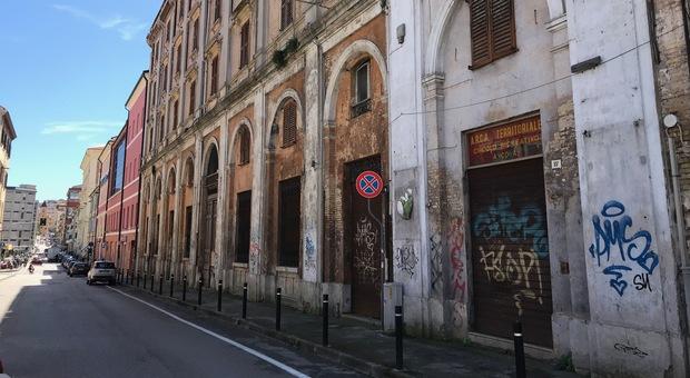 La facciata dell'ex cinema Enel di via San Martino