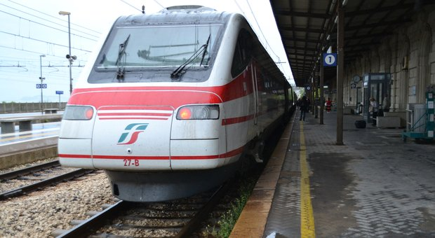 Il Frecciabianca per Roma alla stazione di Falconara