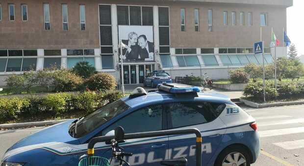 Pesaro, prende a pugni il poliziotto e tenta di rubargli la pistola: condanna confermata