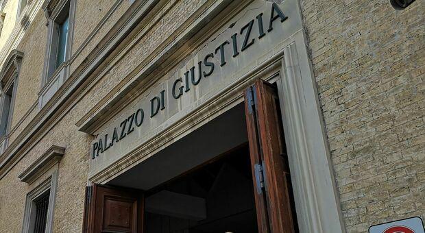 Ancona, intasca i fondi per gli 007 e spilla soldi ad un imprenditore: condannato ex maresciallo dei carabinieri