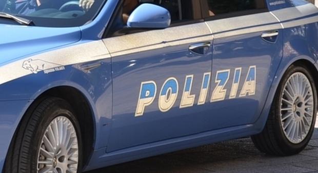 Roma, ragazzo suicida a 21 anni: si è impiccato in casa con la cinta dell'accappatoio