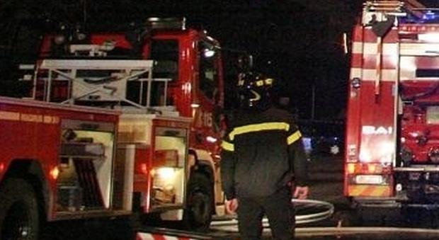 Montefiore, scoppia l'incendio, sgomberata una famiglia dalla casa inagibile, il papà all'ospedale