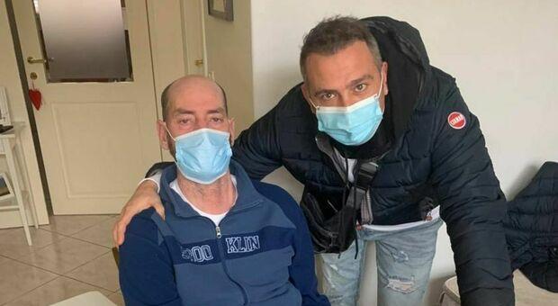 Giovanni Valerio Ricci con il titolare del locale