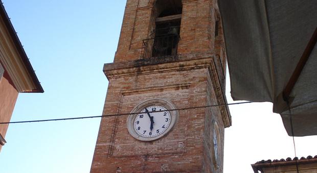 Vincono i turisti, stop di notte alle campane della Torre Civica: ecco fino a quando