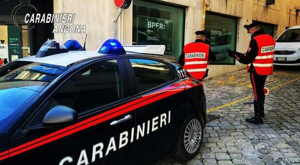 I carabinieri hanno identificato il 90enne che ha sparato a salve perché infastidito da un cane