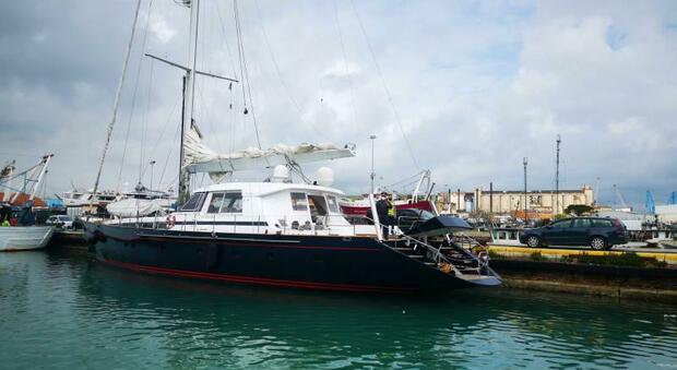 Ancona, evasione fiscale, la Finanza sequestra lo yacht con bandiera delle Cayman che vale più di un milione