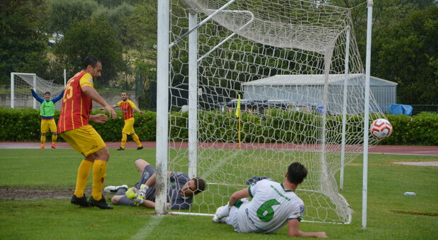 Un gol durante il derby Castelfidardo-Recanatese del 16 maggio scorso finito 2-1