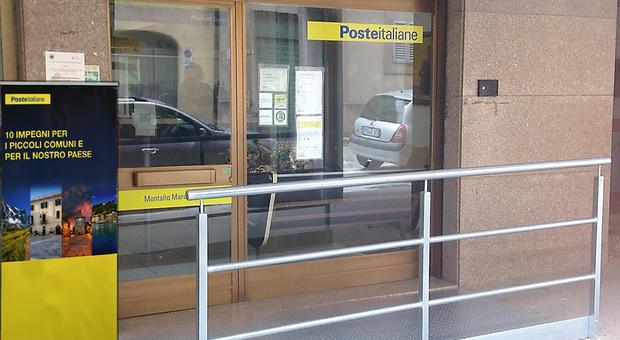 Poste Italiane: nelle Marche prenotazione per il vaccino con gli 889 portalettere e nei 13 postamat per gli over 80