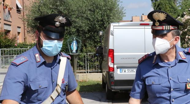 Pesaro, fanno il pieno di prodotti elettronici e alcolici senza passare dalla cassa: ragazzini acciuffati al supermercato