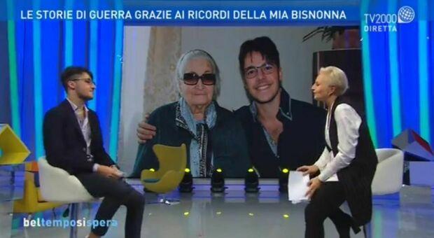 Leonardo Campugianinegli studi di Tv2000 per raccontarsi ai microfoni di Bel tempo si spera , trasmissione condotta da Lucia Ascione