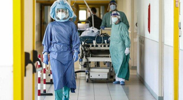 Covid, oggi 3.797 contagi e 52 morti. Figliuolo: 3.249.712 over 50 ancora senza prima dose