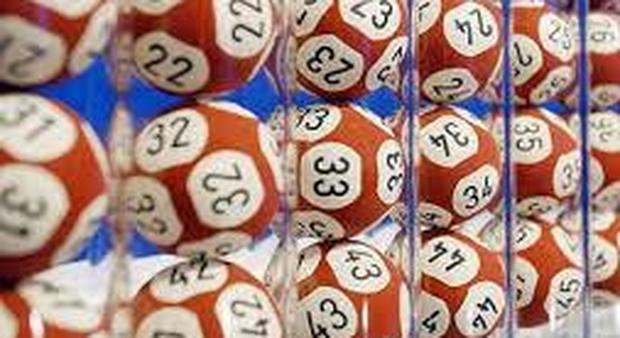 Lotto, le estrazioni del 20 gennaio e i numeri vincenti del Superenalotto