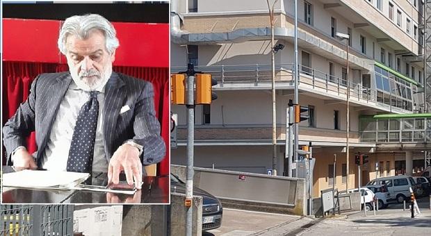 Licio Livini, direttore Area vasta 4, e sullo sfondo l'ospedale Murri di Fermo