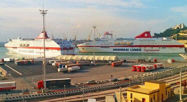 Ancona, clandestini arrivano col traghetto nella cella frigorifera a -22: vengono dall'Afghanistan, uno dei due è minorenne