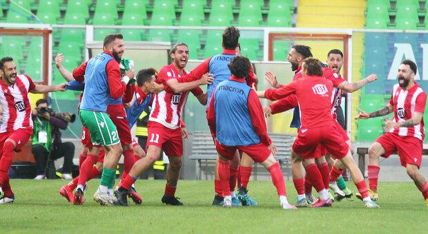I giocatori del Matelica dopo il gol del 3-2 segnato a Cesena