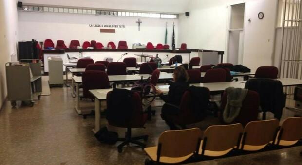 Un'aula del Tribunale di Macerata