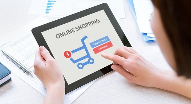 Chiudono i negozi ma vola l'e-commerce