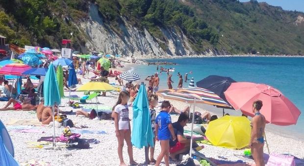La spiaggia libera dell'ex Ramona a Portonovo